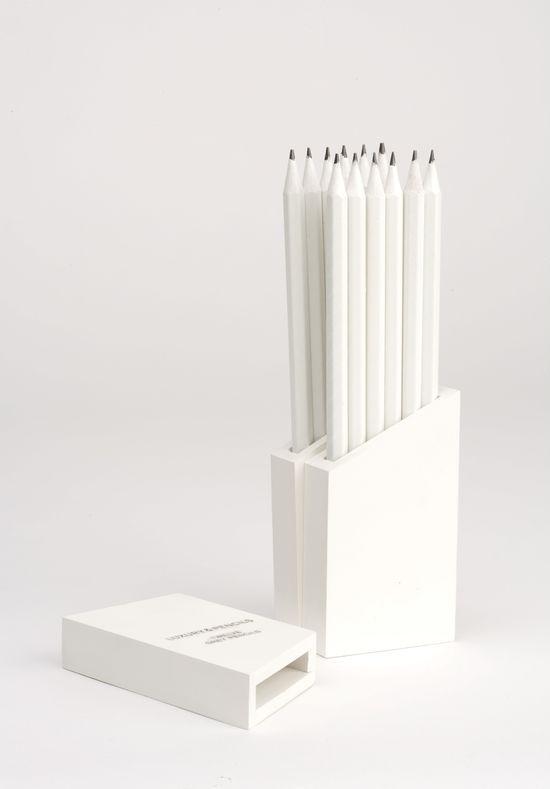 Boite de crayons pour une rédactrice Print freelance