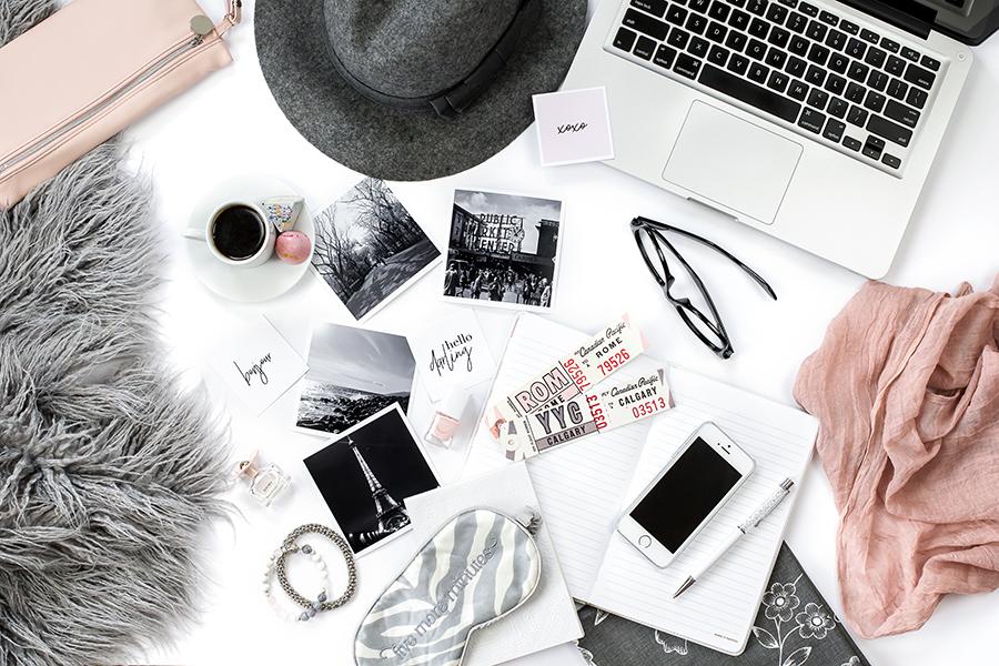 Un ordinateur portable et des idées originales pour alimenter son blog via sa rédactrice web freelance